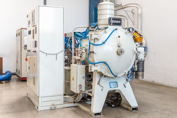 Ipsen Ipsen VFC 124-(HV)-R-(S)  | Used vacuum furnaces